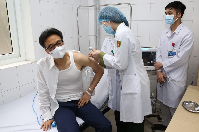 Sau tiêm vắc-xin COVID-19, sức khỏe của Phó Thủ tướng Vũ Đức Đam thế nào? - hình ảnh 1