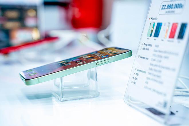 Giảm kịch sàn, người tiêu dùng vẫn quay lưng với mẫu iPhone 12 này - 1