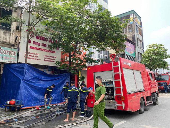 """Vụ cháy 4 người chết ở Hà Nội: """"Mẹ ôm con gái 10 tuổi vào trong lòng... """" - 2"""