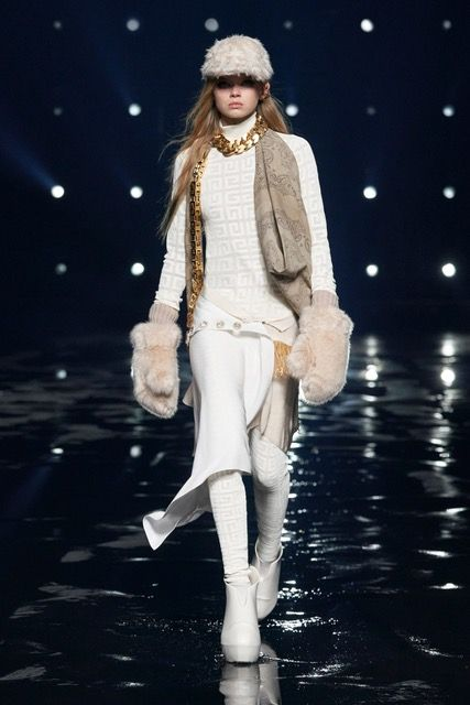 Gucci, Fendi, Celine lại lăng xê xu hướng logo monogram cổ điển - hình ảnh 3