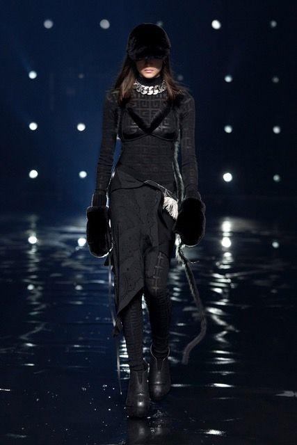 Gucci, Fendi, Celine lại lăng xê xu hướng logo monogram cổ điển - hình ảnh 4