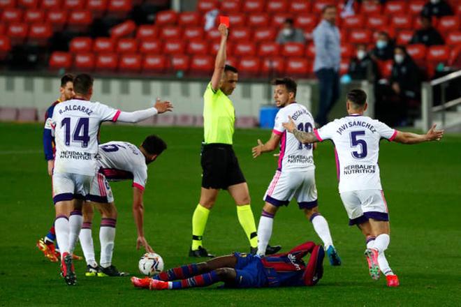 Barca thắng nhọc đội yếu lên nhì bảng, nghi án trọng tài