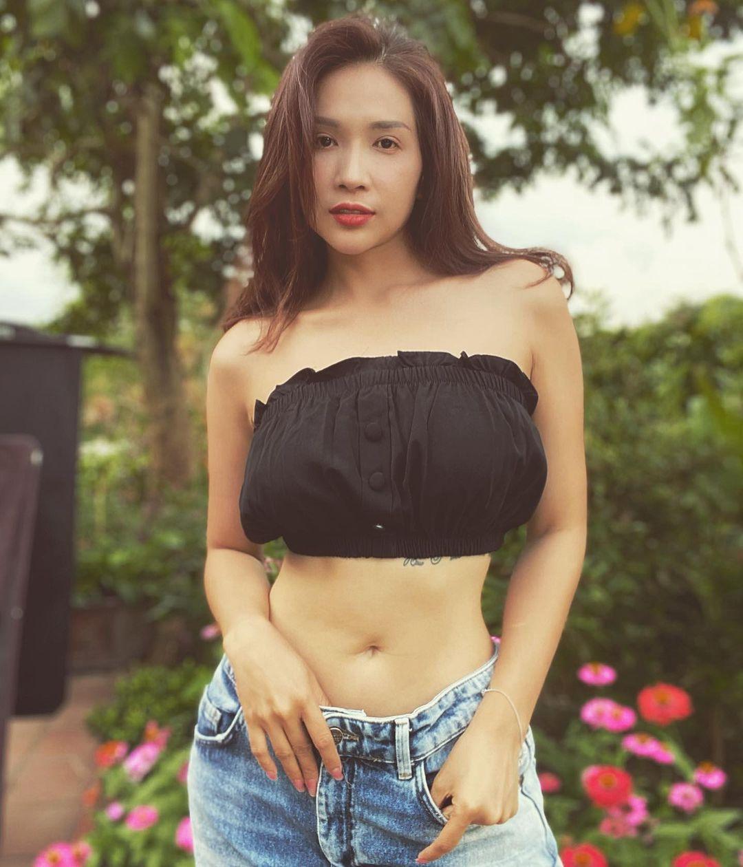 Style mặc nữ tính của Khả Như - 7