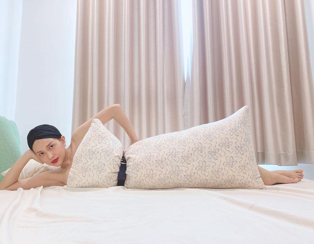 Style mặc nữ tính của Khả Như - 10