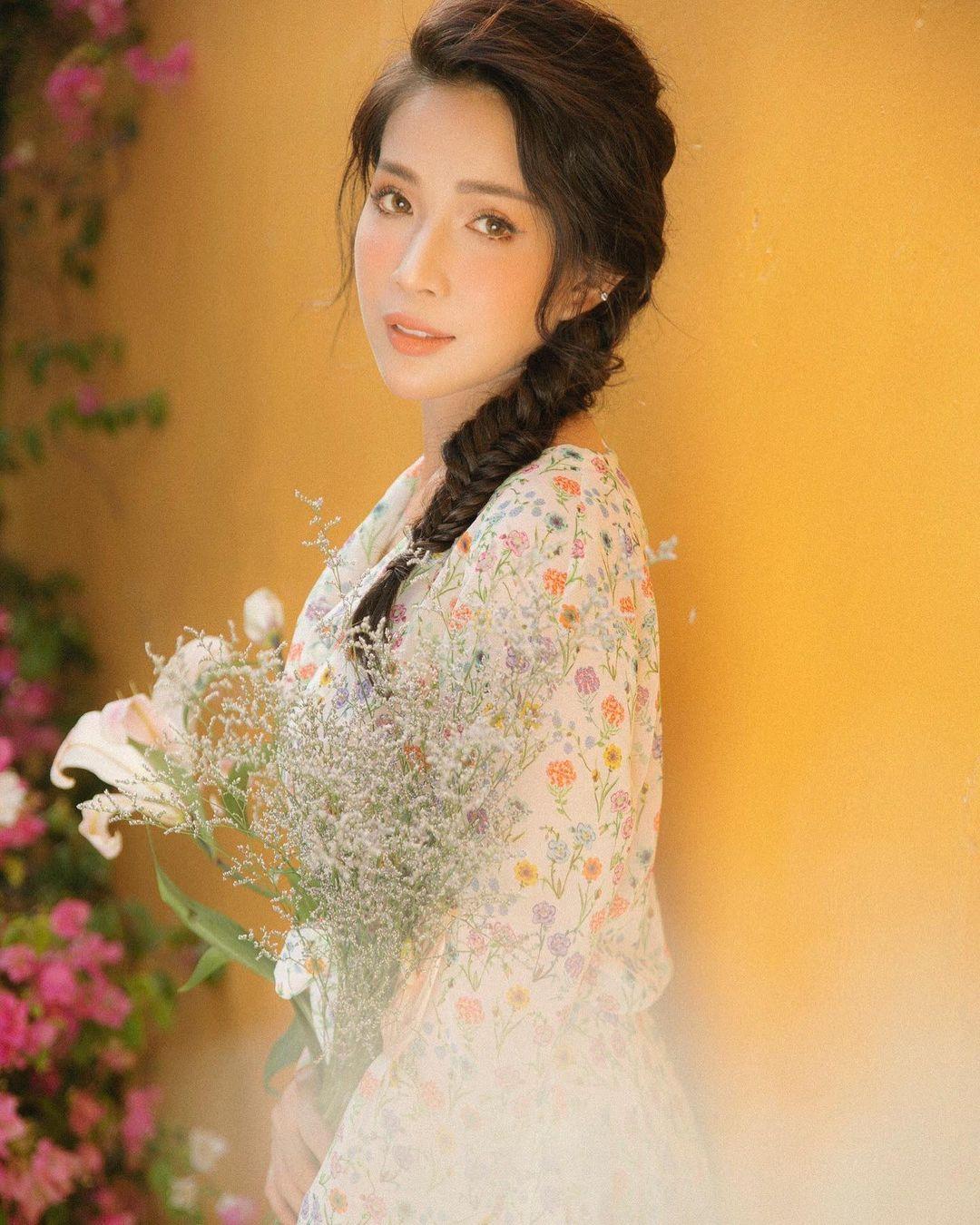 Style mặc nữ tính của Khả Như - 8
