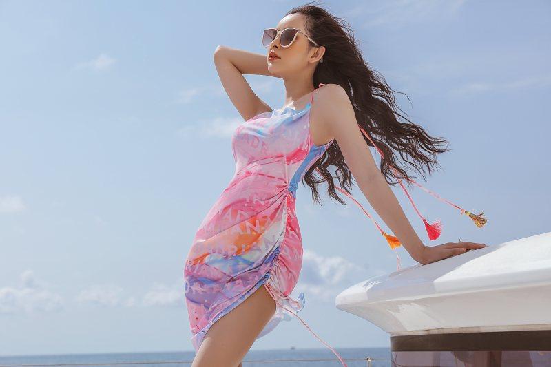 NTK Adrian Anh Tuấn giới thiệu loạt thiết kế thời trang bay bổng, sắc màu tại Phú Quốc - hình ảnh 8