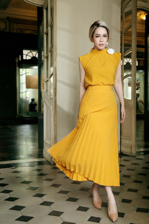 Ngỡ ngàng trước vẻ ngoài khác lạ của nữ ca sĩ có nhà 1 triệu USD giữa lòng Sài Gòn - hình ảnh 3