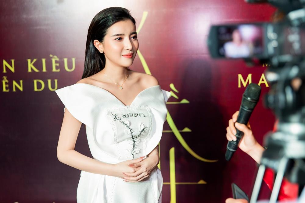 """""""Hoạn Thư"""" Cao Thái Hà chiếm trọn spotlight trên thảm đỏ phim """"Kiều"""" - hình ảnh 1"""