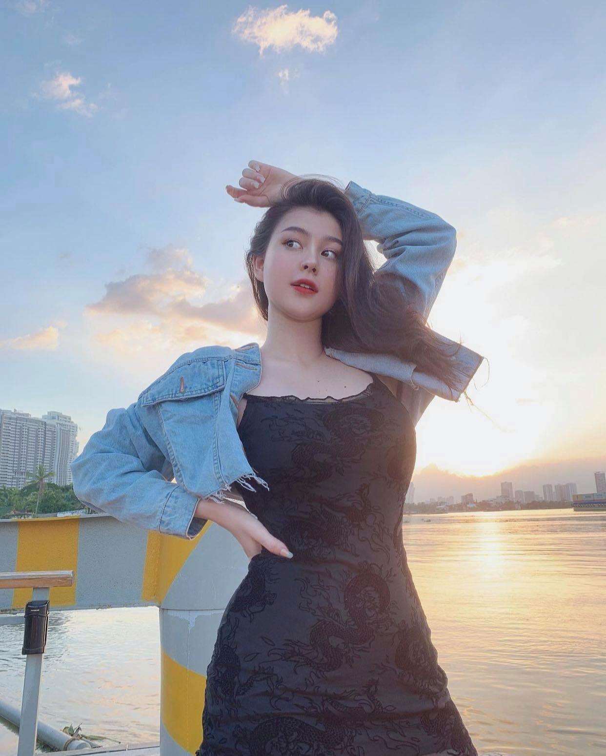 Nữ sinh lai Việt-Mỹ hot nhất Sài thành chuộng váy áo táo bạo tôn nét đẹp phồn thực - hình ảnh 7