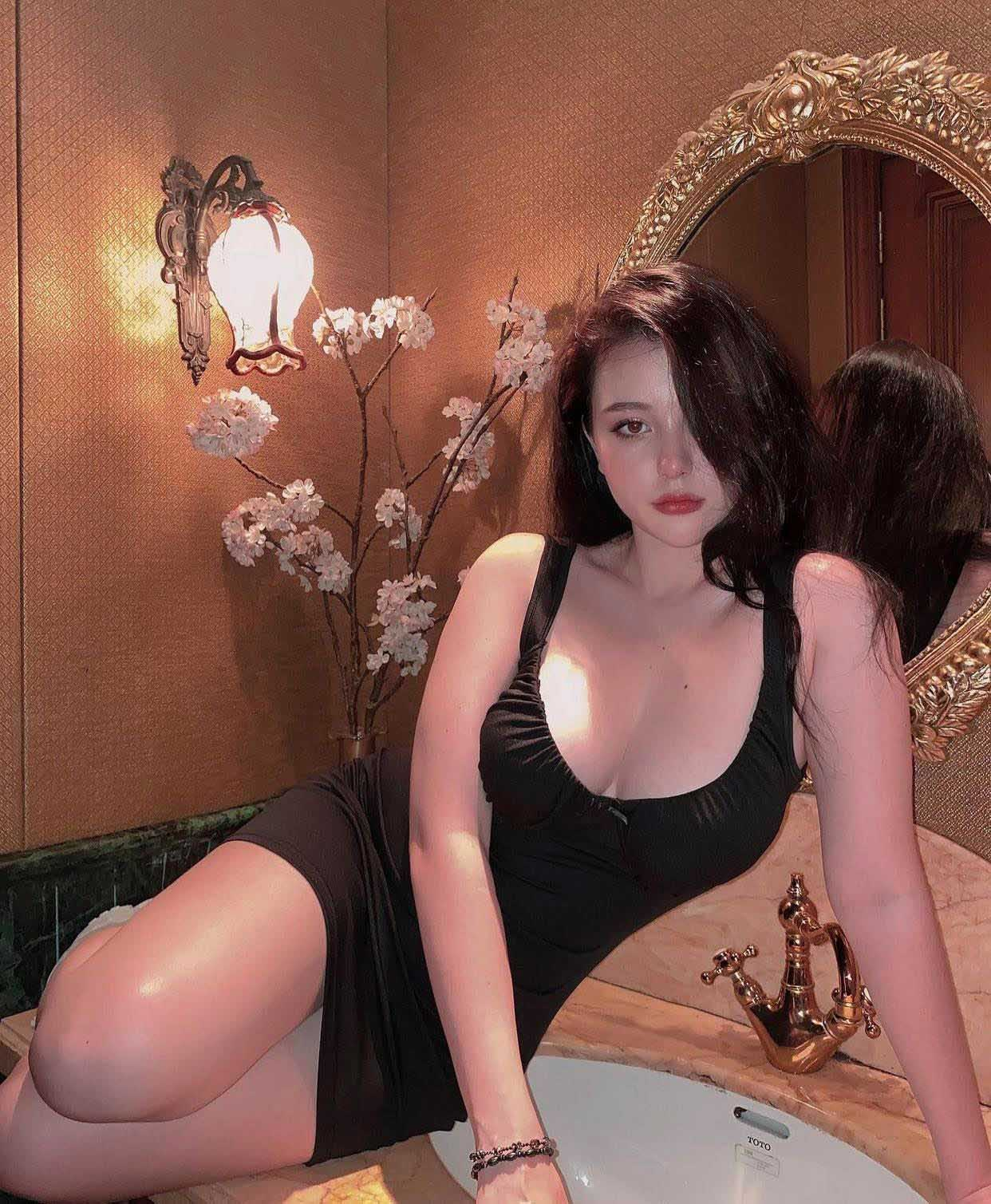 Nữ sinh lai Việt-Mỹ hot nhất Sài thành chuộng váy áo táo bạo tôn nét đẹp phồn thực - hình ảnh 3