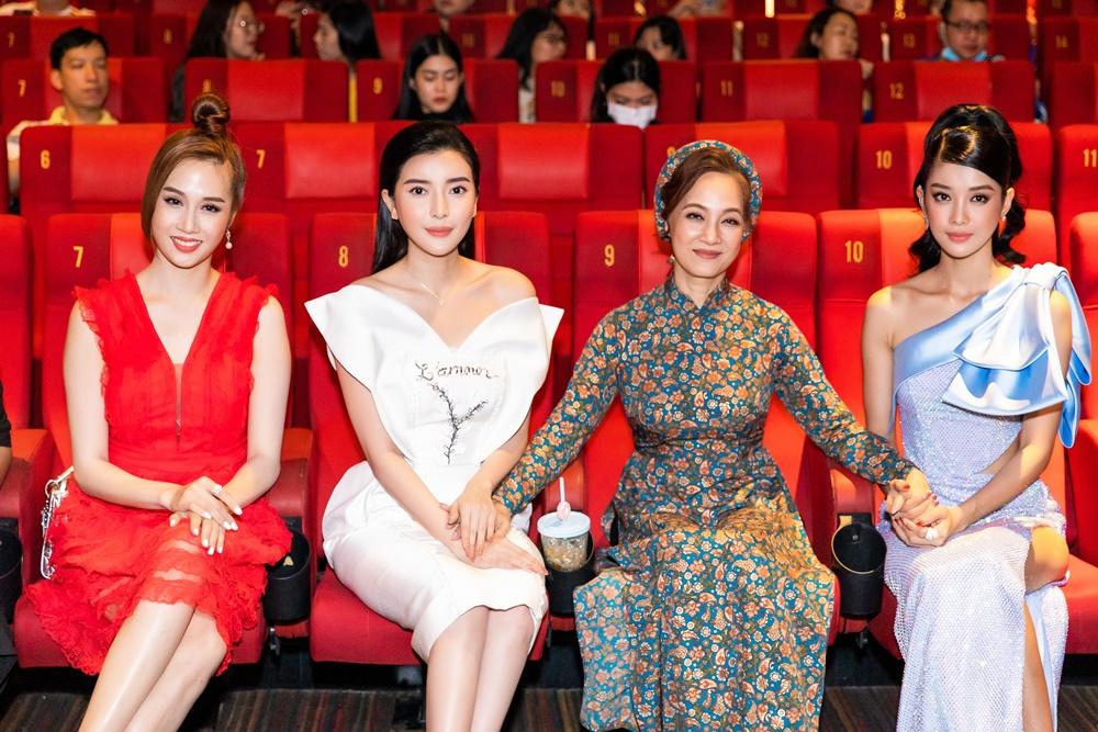 """""""Hoạn Thư"""" Cao Thái Hà chiếm trọn spotlight trên thảm đỏ phim """"Kiều"""" - hình ảnh 2"""