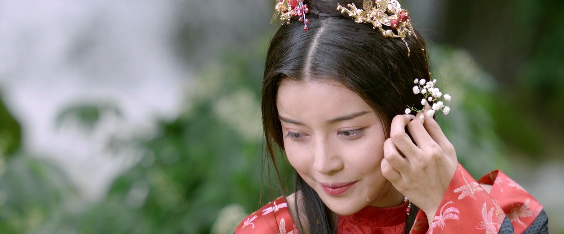 """""""Hoạn Thư"""" Cao Thái Hà chiếm trọn spotlight trên thảm đỏ phim """"Kiều"""" - hình ảnh 5"""