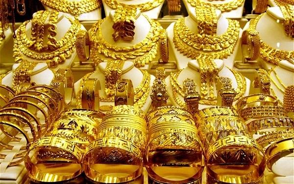 Giá vàng hôm nay 8/4: Lên xuống chóng mặt, dân buôn lại bán tháo vàng - 1