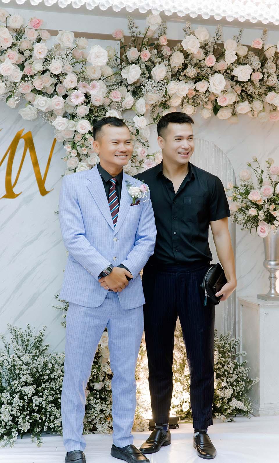 """Sao Việt dự đám cưới của """"hoa hậu Bolero"""" được chồng tặng 15 sổ tiết kiệm - hình ảnh 1"""