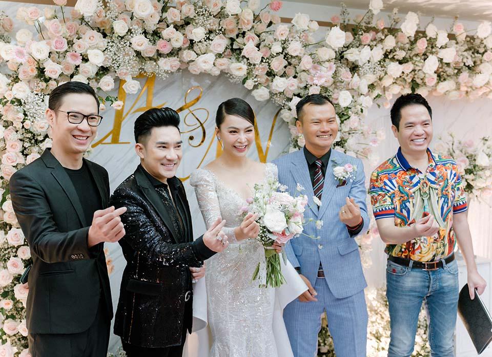 """Sao Việt dự đám cưới của """"hoa hậu Bolero"""" được chồng tặng 15 sổ tiết kiệm - hình ảnh 2"""