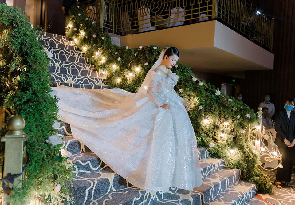 """Sao Việt dự đám cưới của """"hoa hậu Bolero"""" được chồng tặng 15 sổ tiết kiệm - hình ảnh 5"""