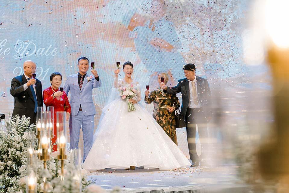 """Sao Việt dự đám cưới của """"hoa hậu Bolero"""" được chồng tặng 15 sổ tiết kiệm - hình ảnh 8"""