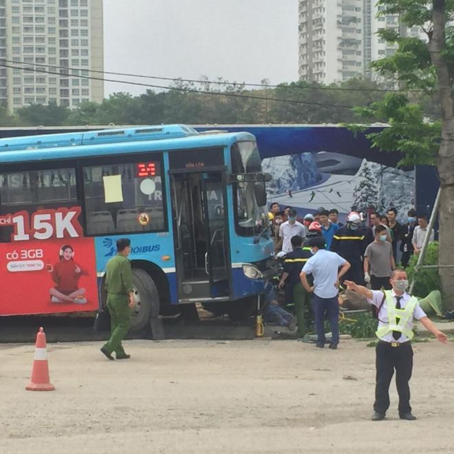 Vụ xe buýt tông chết người đi bộ trên vỉa hè: Phụ xe khai nguyên nhân tai nạn - hình ảnh 1