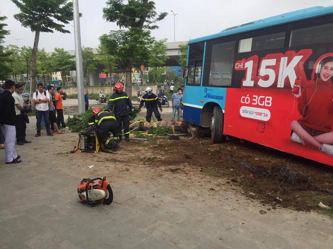 Vụ xe buýt tông chết người đi bộ trên vỉa hè: Phụ xe khai nguyên nhân tai nạn - hình ảnh 2
