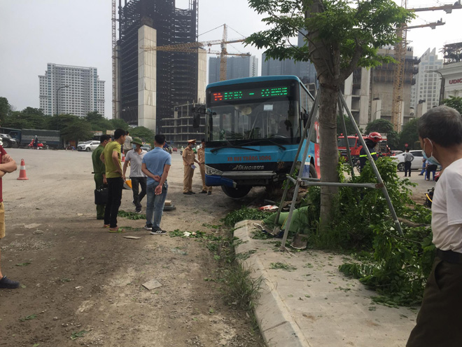 Vụ xe buýt tông chết người đi bộ trên vỉa hè: Phụ xe khai nguyên nhân tai nạn - hình ảnh 3
