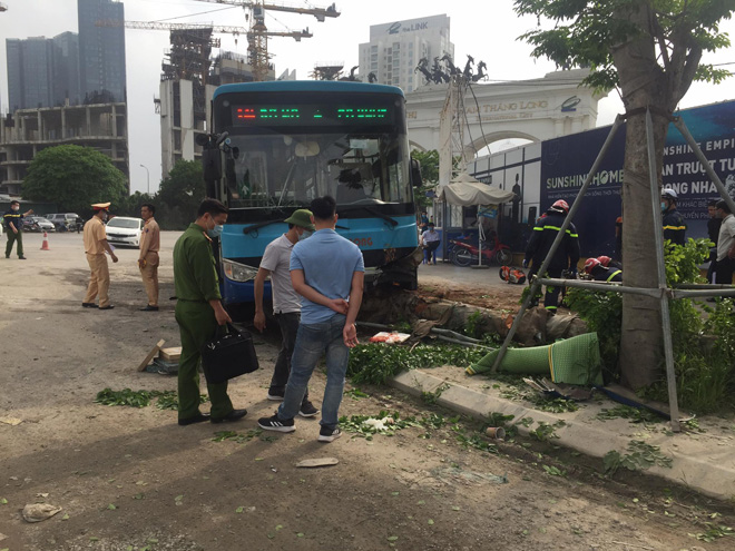 Vụ xe buýt tông chết người đi bộ trên vỉa hè: Phụ xe khai nguyên nhân tai nạn - hình ảnh 4