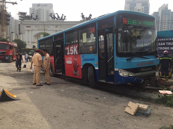 Vụ xe buýt tông chết người đi bộ trên vỉa hè: Phụ xe khai nguyên nhân tai nạn - hình ảnh 5
