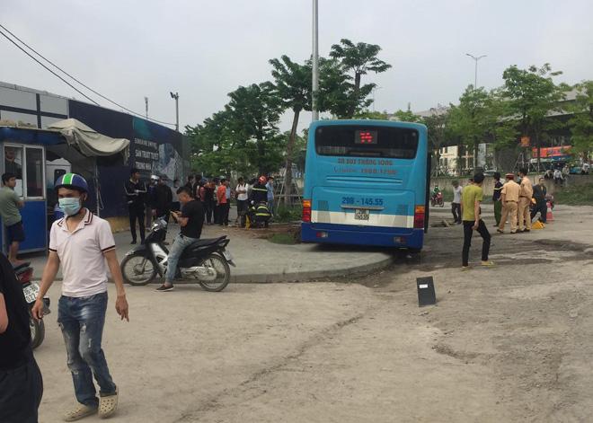 Vụ xe buýt tông chết người đi bộ trên vỉa hè: Phụ xe khai nguyên nhân tai nạn - hình ảnh 6