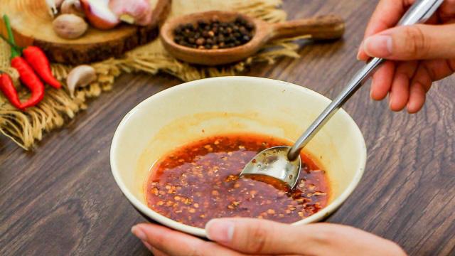 Độc đáo món trứng vịt lộn nướng muối ớt ngon thơm cuối tuần - 3