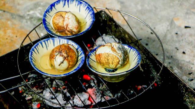 Độc đáo món trứng vịt lộn nướng muối ớt ngon thơm cuối tuần - 5