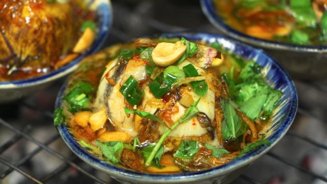 Độc đáo món trứng vịt lộn nướng muối ớt ngon thơm cuối tuần - 7