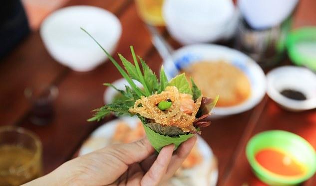 Món đặc sản ít thịt, nhiều lá khiến ai cũng mê mẩn - 5