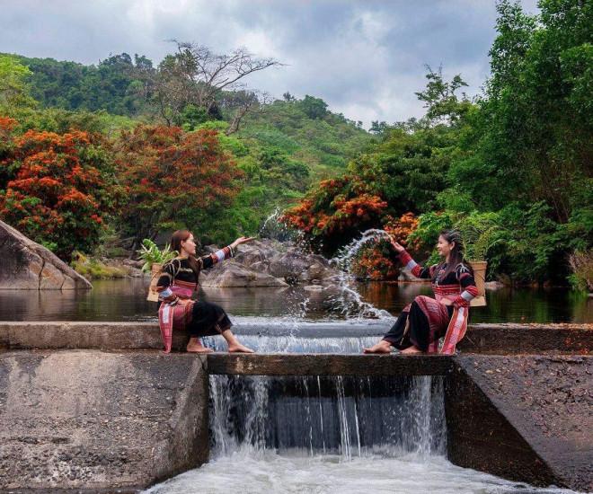"""Hoa trang rừng nở rộ sau nhiều năm, suối Tà Má trở thành điểm """"check-in"""" mới của giới trẻ - 9"""