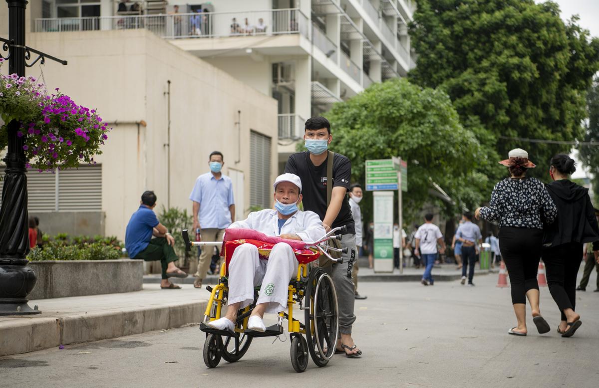 """Bệnh viện Bạch Mai """"thay da đổi thịt"""" thế nào sau hơn 1 năm có Giám đốc mới? - hình ảnh 2"""