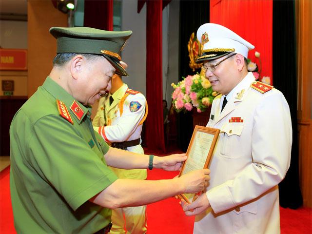Chánh Văn phòng Bộ Công an Tô Ân Xô được thăng hàm trung tướng - hình ảnh 1
