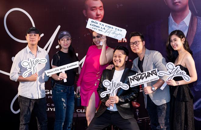 """MC Anh Tuấn dẫn vợ """"hoa hậu"""" tới ủng hộ nhóm nhạc rock Ngũ Cung - hình ảnh 2"""
