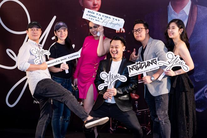"""MC Anh Tuấn dẫn vợ """"hoa hậu"""" tới ủng hộ nhóm nhạc rock Ngũ Cung - hình ảnh 3"""