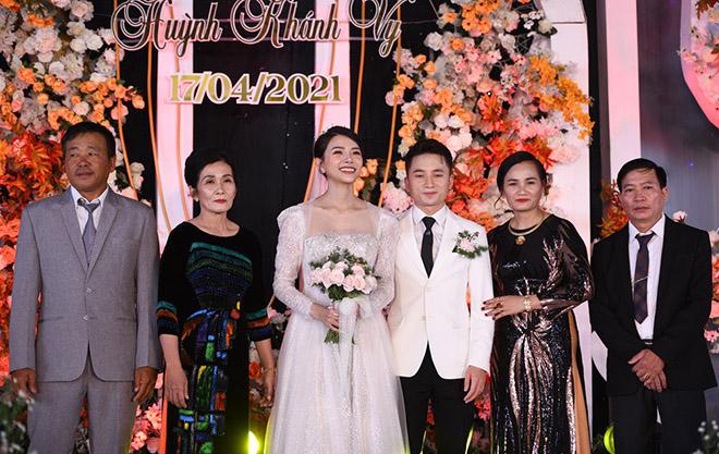 Đám cưới Phan Mạnh Quỳnh ở quê Nghệ An: Cô dâu đeo vàng trĩu cổ, mời 700 khách - 5