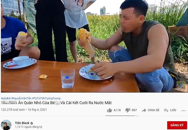 """Kênh YouTube Tiến Black bị lên án vì video """"ăn trứng chiên kèm quần nhỏ phụ nữ"""" - hình ảnh 1"""