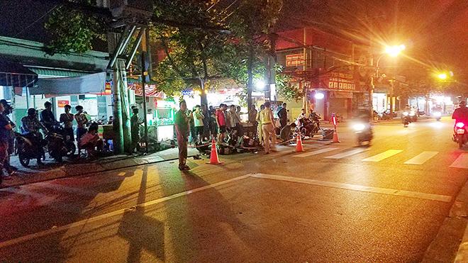 Xót xa cảnh bé trai gào khóc ôm thi thể cha giữa phố Sài Gòn - hình ảnh 3