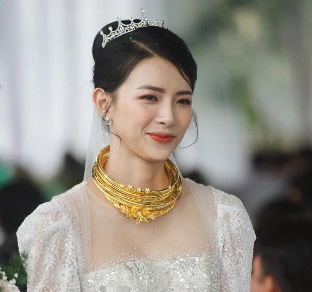 Đám cưới Phan Mạnh Quỳnh ở quê Nghệ An: Cô dâu đeo vàng trĩu cổ, mời 700 khách - 1