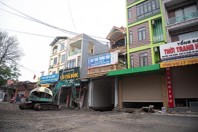 """Hình ảnh """"hố tử thần"""" rộng hơn 100m2 ở Hà Nội được xử lý theo cách đặc biệt - hình ảnh 1"""