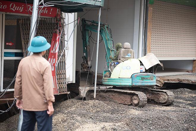 """Hình ảnh """"hố tử thần"""" rộng hơn 100m2 ở Hà Nội được xử lý theo cách đặc biệt - hình ảnh 3"""