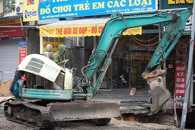 """Hình ảnh """"hố tử thần"""" rộng hơn 100m2 ở Hà Nội được xử lý theo cách đặc biệt - hình ảnh 4"""