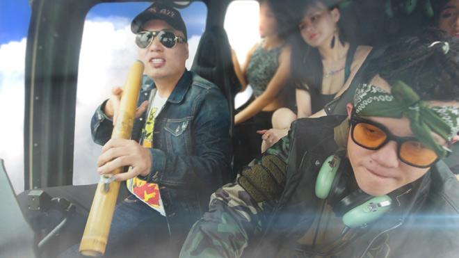"""LK mang điếu cày lên trực thăng, cùng Young Uno """"du ngoạn"""" - hình ảnh 4"""