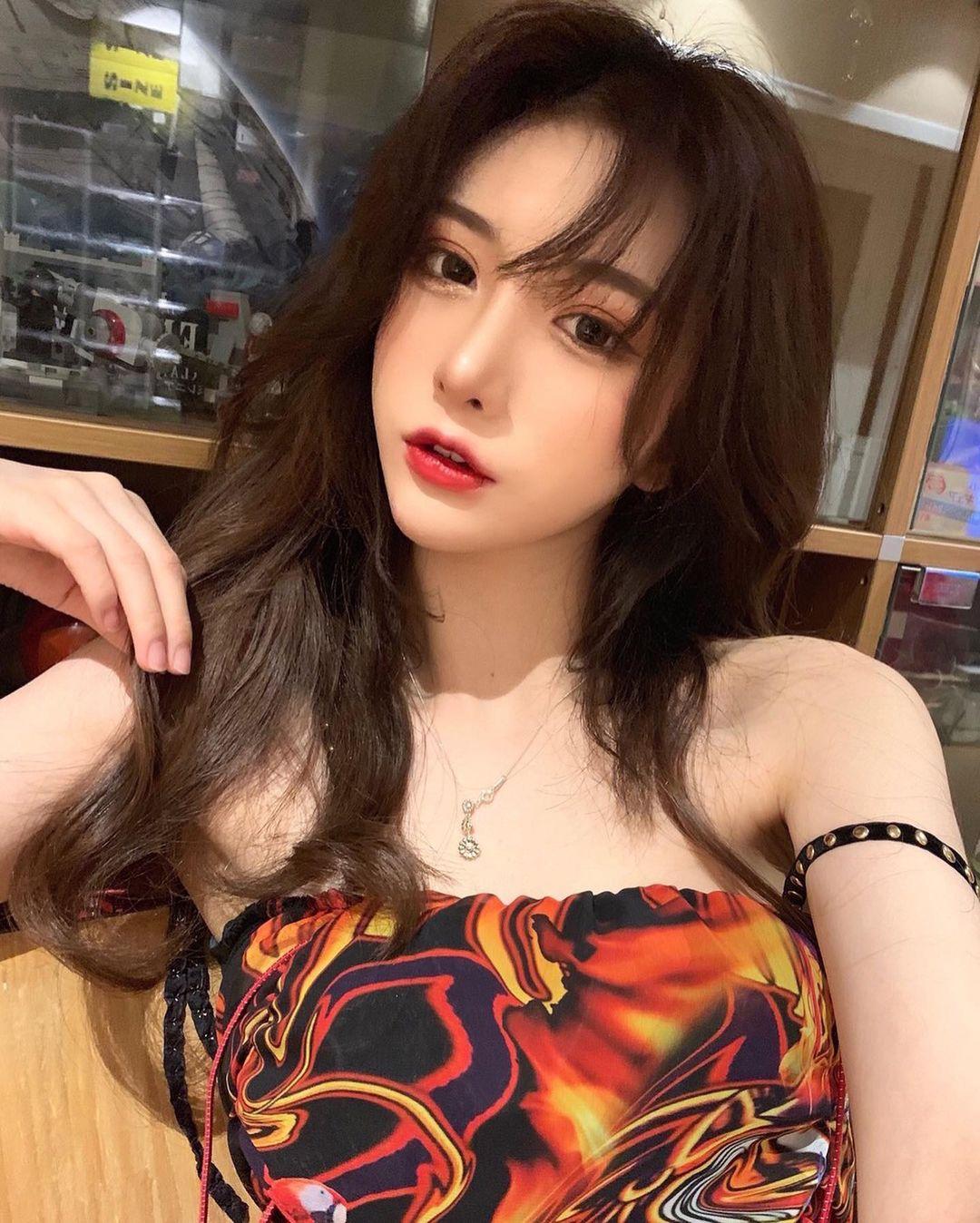 """Nàng giám đốc Đài Loan chuyên mặc kiểu đồ """"trắc nết"""", hở vẫn được khen thời thượng - hình ảnh 12"""