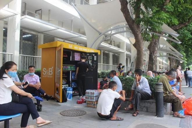 Phía sau những ồn ào ở Bệnh viện Bạch Mai: Người bệnh được lợi gì? - 3