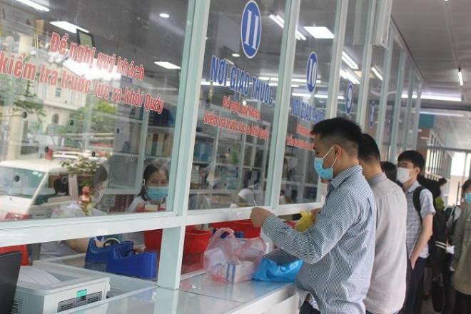 Phía sau những ồn ào ở Bệnh viện Bạch Mai: Người bệnh được lợi gì? - 5