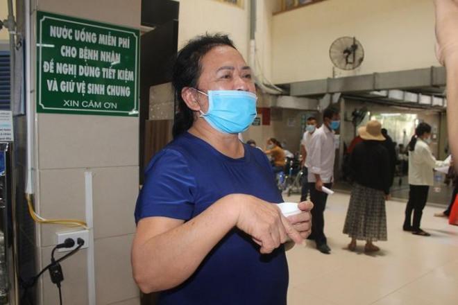 Phía sau những ồn ào ở Bệnh viện Bạch Mai: Người bệnh được lợi gì? - 6