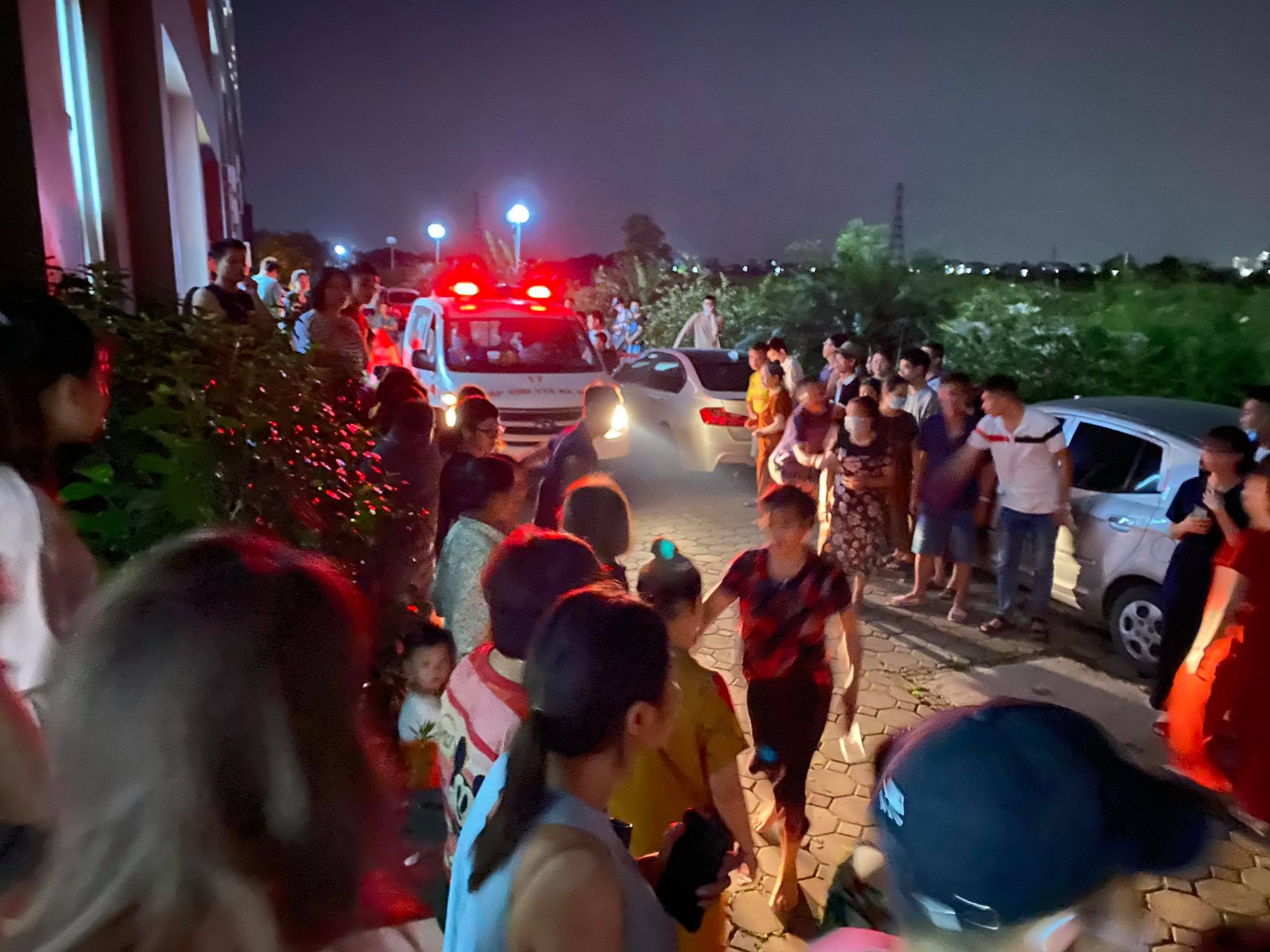 Bé gái 4 tuổi rơi từ tầng 24 chung cư: Mẹ gào khóc gọi con - hình ảnh 4