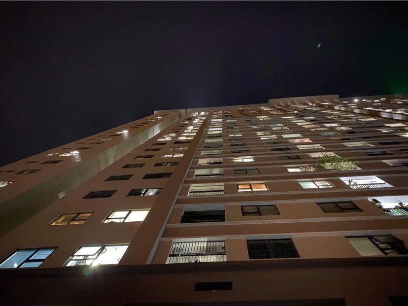 Bé gái 4 tuổi rơi từ tầng 24 chung cư: Nam bảo vệ kể lại giây phút kinh hoàng - hình ảnh 3